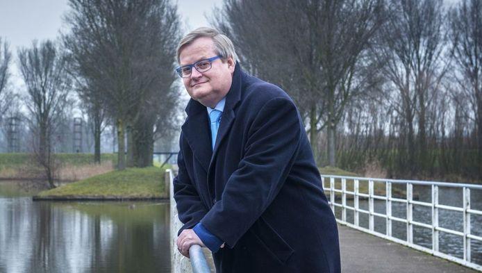 Oud-minister Hilbrand Nawijn is tegenwoordig fractievoorzitter van de Lijst Hilbrand Nawijn in de gemeenteraad van Zoetermeer