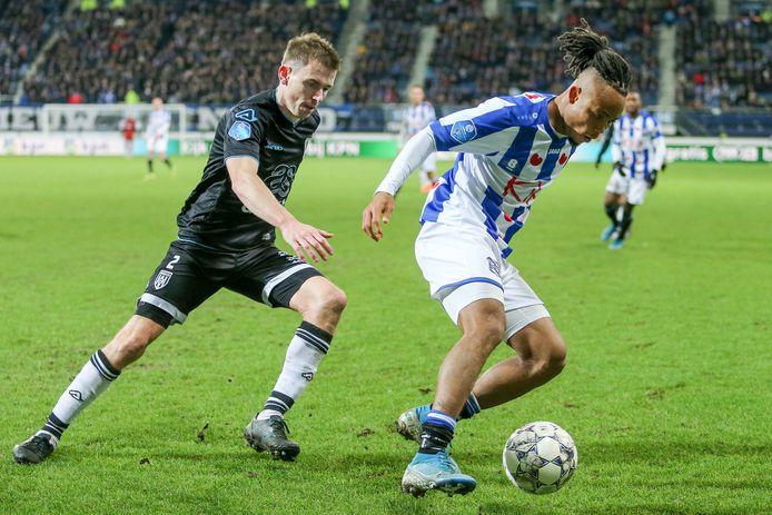 21-12-2019: Voetbal: SC Heerenveen v Heracles Almelo: Heerenveen Soccer Eredivisie season 2019-2020 L-R Tim Breukers of Heracles Almelo, hidera Ejuke of SC Heerenveen