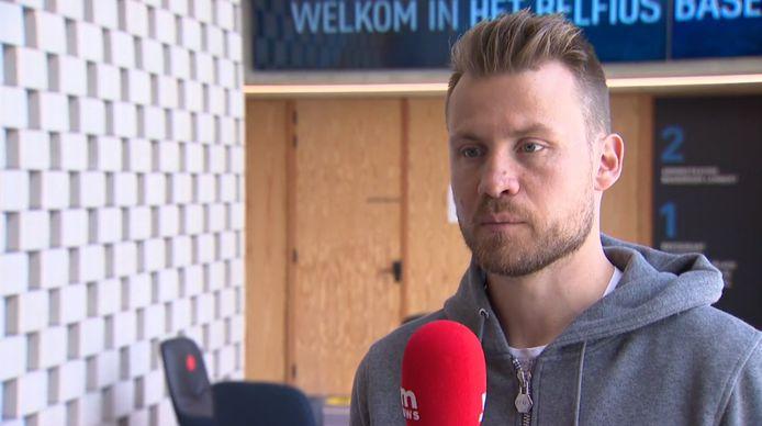 Simon Mignolet voor de camera van VTM Nieuws.