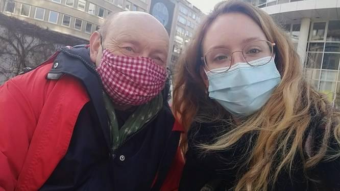 """Studente start fondsenwerving voor dakloze Jaak (68): """"Omdat niemand op straat zou mogen slapen, en al zeker niet op die leeftijd"""""""