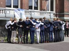 Honderden studenten nemen afscheid van omgekomen Delftse surfers Max en Mathijs