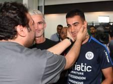 Vrijgelaten Bahreinse voetballer krijgt warm welkom van fans in Australië
