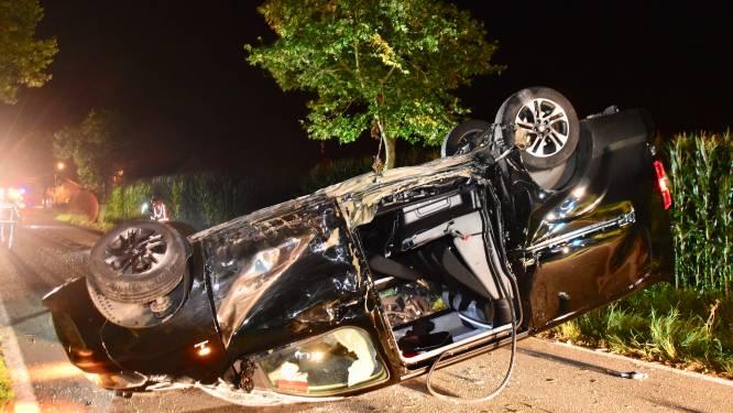 Bestuurder crasht met bestelwagen... en blijkt spoorloos als hulpdiensten arriveren