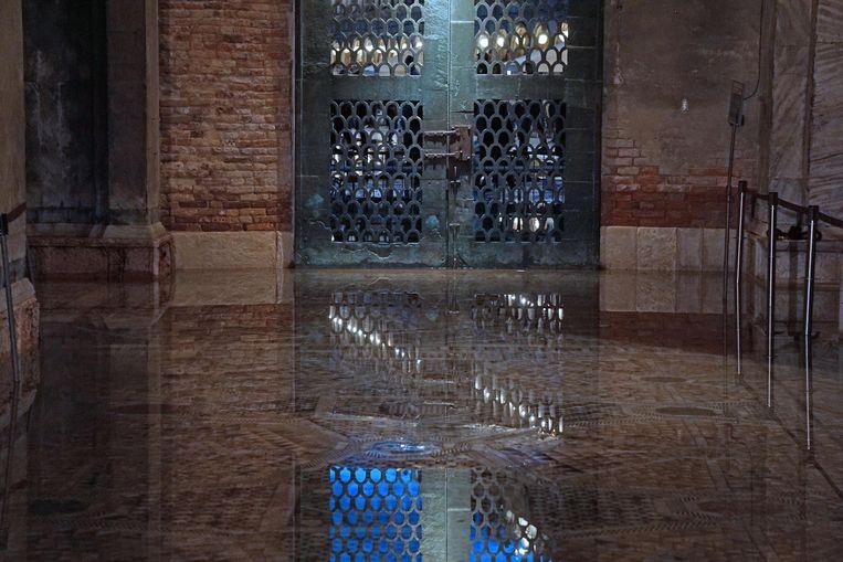 De beroemde basiliek op het San Marcoplein bleef niet gespaard van de waterellende. Beeld EPA