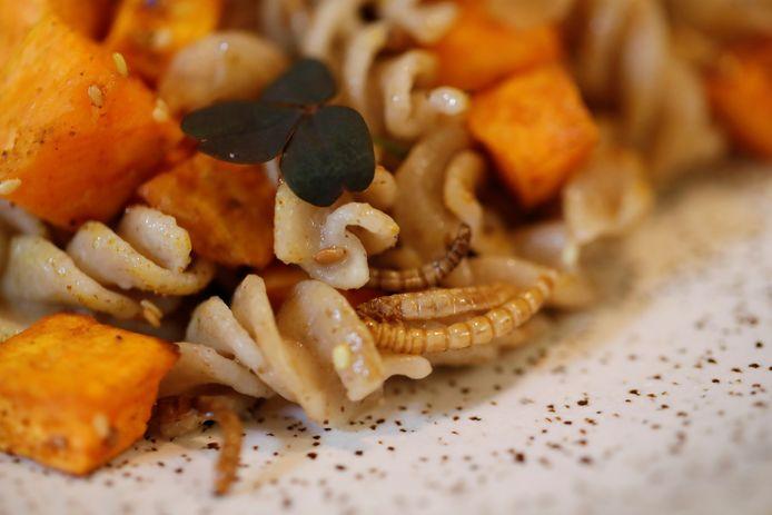 Een gerecht gemaakt met meelwormen door de Franse chef Laurent Veyet.