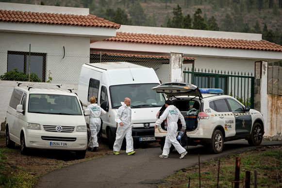 Forensische onderzoekers ter plaatse na de gruwelijke vondst.