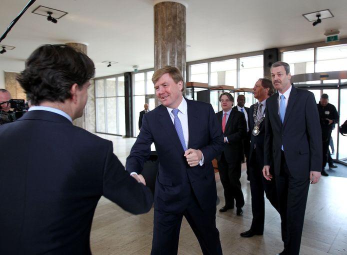 Prins Willem-Alexander bij aankomst in het DAF-pand. foto Rene Manders