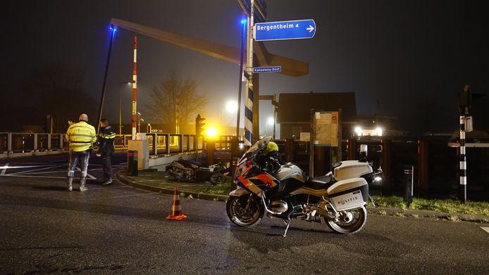 De politie was snel ter plaatse bij het scooterongeluk in Mariënberg.