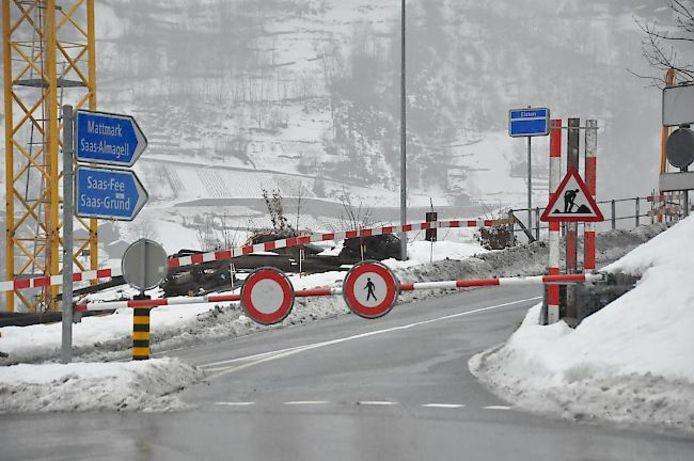 Het lawinegevaar neemt snel toe waardoor bepaalde wegen helemaal worden afgesloten.