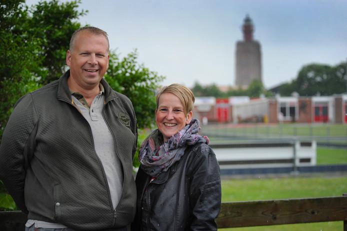 Joop Kesselaar en Marianne Conté op het sportpark van De Noormannen.