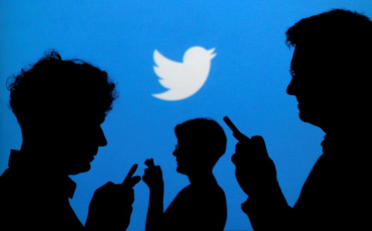 FILE PHOTO -  People holding mobile phones are silhouetted against a backdrop projected with the Twitter logo in this illustration picture taken in  Warsaw September 27, 2013.   REUTERS/Kacper Pempel/File Photo                              GLOBAL BUSINESS WEEK AHEAD.   SEARCH GLOBAL BUSINESS 5 FEB FOR ALL IMAGES