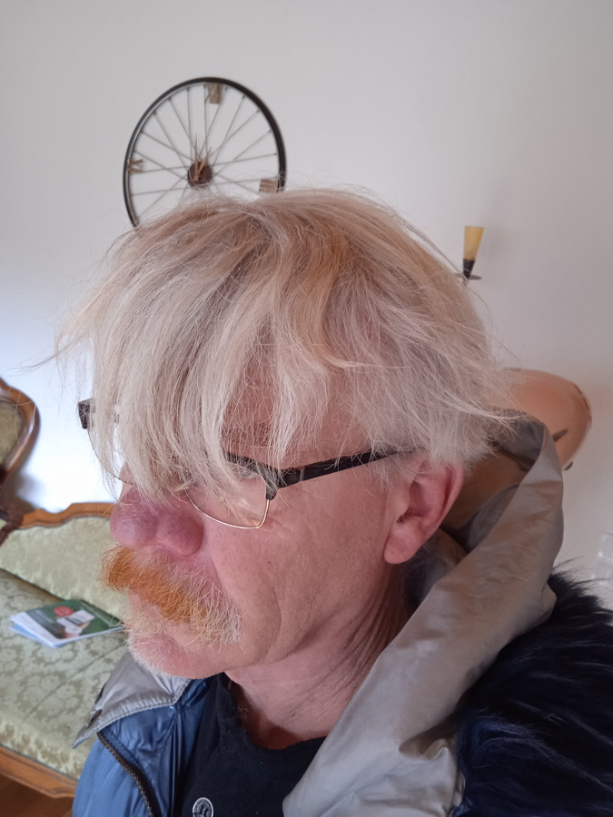 Wolfgang Hennig heeft dan wel een bril op, toch is zijn zicht tegenwoordig een stuk minder.