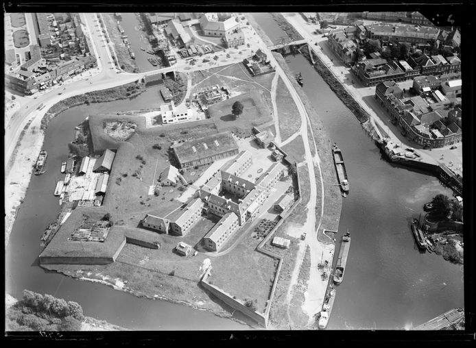 Historische foto's van de binnenstad van Den Bosch, gemaakt door de Luchtvaartafdeeling, de voorganger van de Koninklijke Luchtmacht.