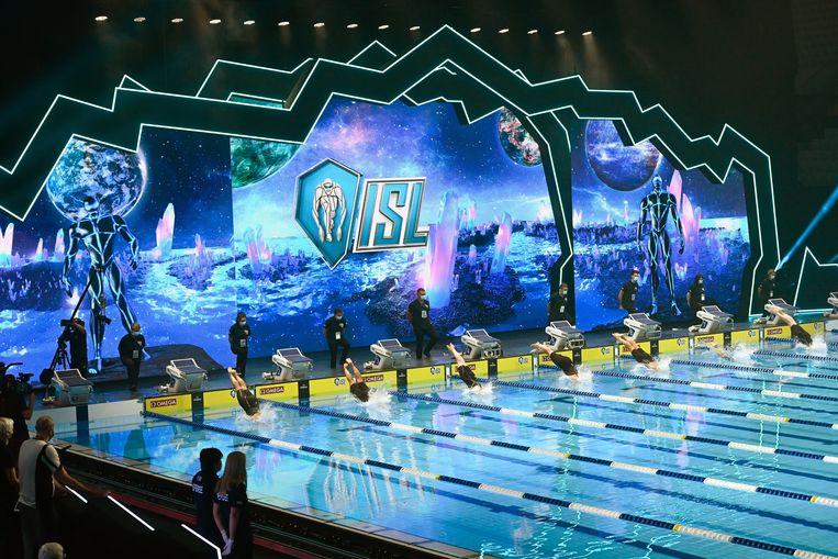 De 400 meter vrije slag tijdens de International Swimming League in Boedapest. Beeld Hollandse Hoogte / EPA