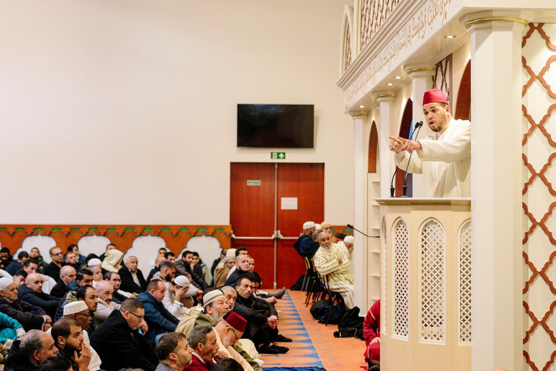 Imam Yassin Elforkani in de Blauwe Moskee. Beeld Marc Driessen