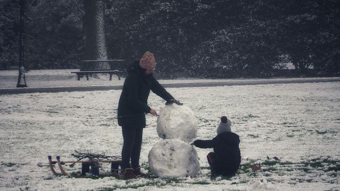 Van Heekpark in Enschede, sneeuwpret.