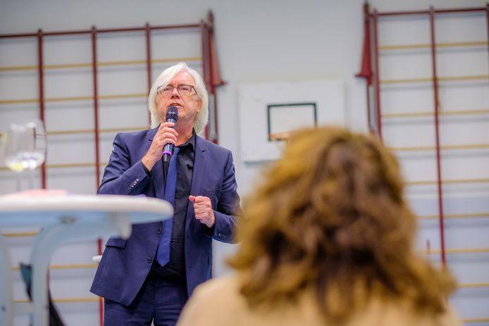 Veel zelfstandig ondernemers die een aanvraag indienen voor financiële steun bij de gemeente Den Haag vullen volgens wethouder Bert van Alphen (Sociale Zaken) het aanvraagformulier niet goed in.