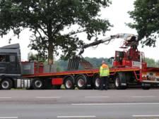 Vrachtwagen rijdt zich klem op N65 bij Helvoirt; weg weer vrij