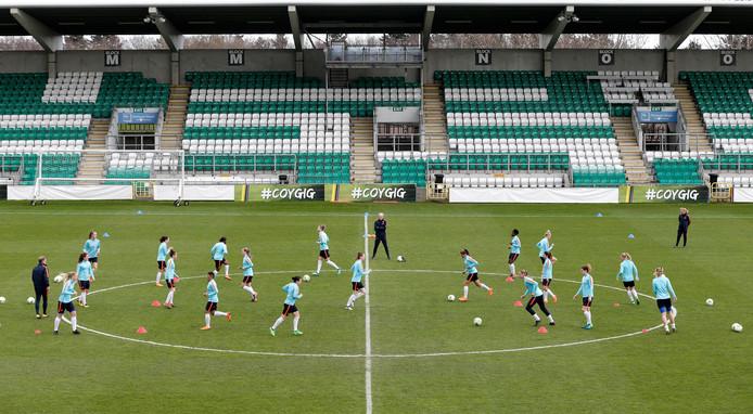 De Leeuwinnen trainen in het Tallaght Stadion in Dublin.