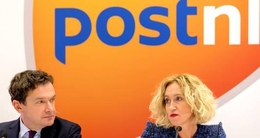 PostNL-ceo Herna Verhagen en financiële man Jan Bos investeren flink in de pakketdivisie. Die groeit al jaren als kool.