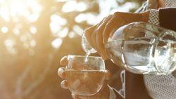 De redenen waarom je dorst kunt hebben in het midden van de nacht