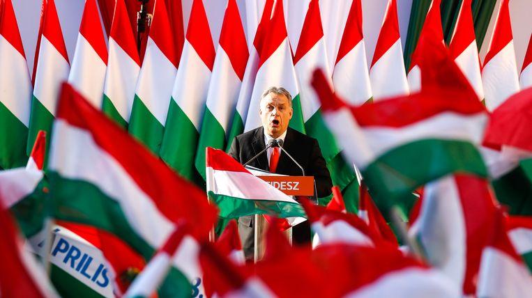 De Hongaarse premier Viktor Orbán hekelt de nieuwe regels als zijnde speciaal tegen Fidesz gericht en verwijt Weber gebrek aan leiderschap. Beeld Getty Images