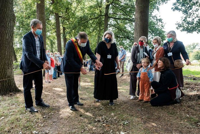 Burgemeester Luc Van Hove bij de opening van de fototentoonstelling in het Bautersemhof vorige zomer.