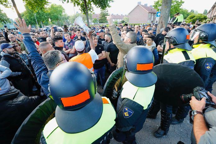 De mobiele eenheid voerde charges uit tegen demonstranten bij de Al Fourqaanmoskee, vorig jaar mei.