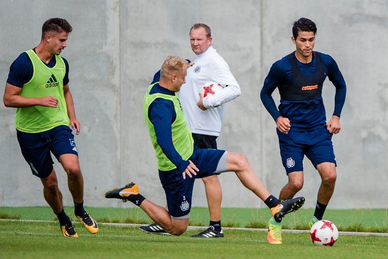 Harbaoui (r) vorige week tijdens een gesloten training van Anderlecht. Beeld photo_news