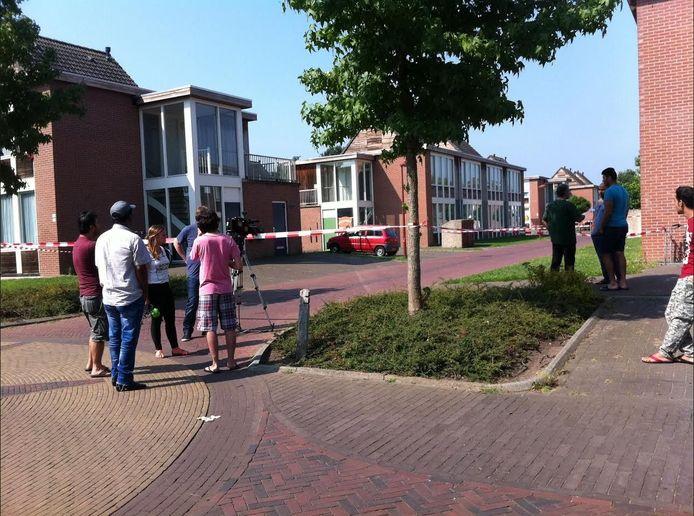Bij het azc aan de Amstelstraat in Winterswijk is donderdag een asielzoeker neergeschoten door de politie.