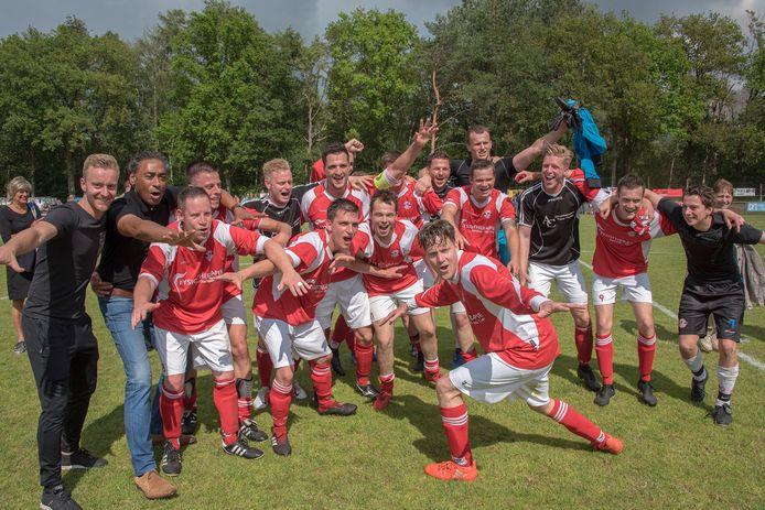 De spelers van Estria vierden deze zomer de promotie naar de derde klasse.