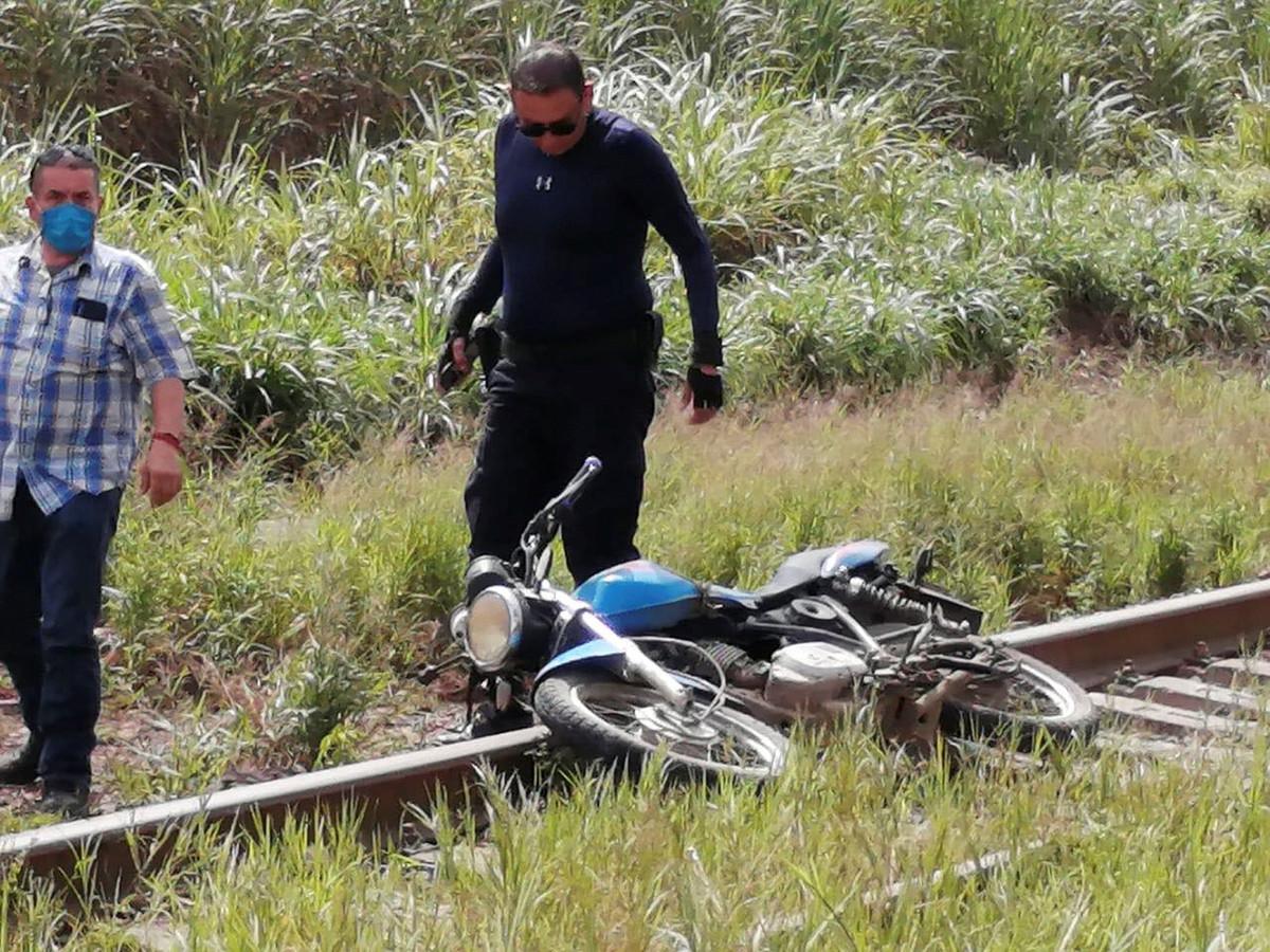 De motor op de plek waar ook het stoffelijk overschot van Julio Valdivia (44) werd aangetroffen.