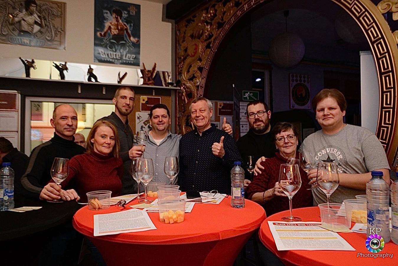 Gevechtskunstenclub Black Eagle Halle organiseerde voor het eerst een wijnproeverij in samenwerking met wijnhandel Belvino.
