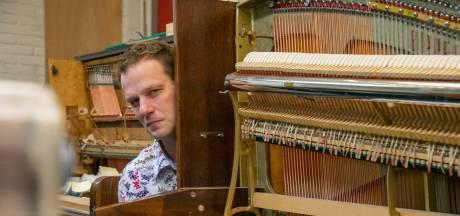 Pianoman Cas (43) zat 1,5 maand thuis, maar toen ontdekte hij corona als kans: 'Het heeft me geen windeieren gelegd'
