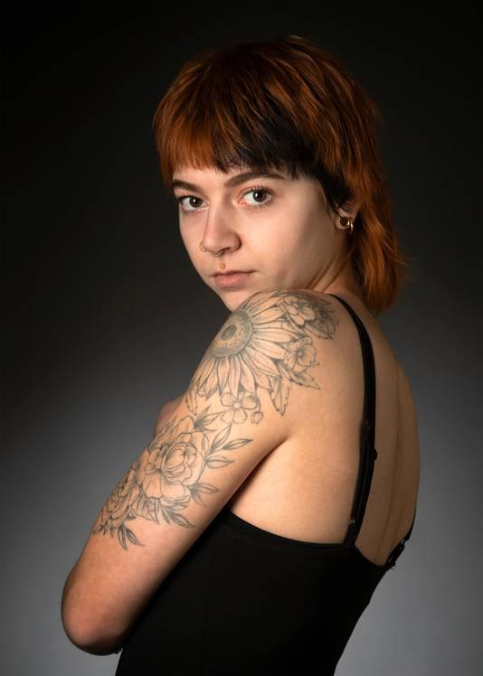 Robin Zaal met haar tatoeages.