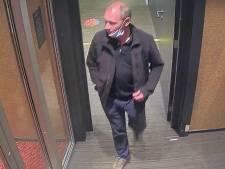 Politie toont beelden van man die met pinpas van 90-jarige naar casino Groningen gaat