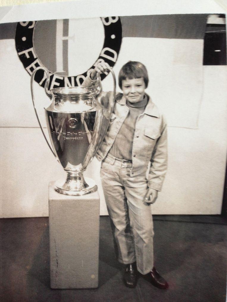 Hesterine de Reus met de Europacup I van Feyenoord in 1971. Beeld .