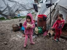 Politieke partijen strijden voor weeskinderen in Griekse vluchtelingenkampen: 'Nederland doet niets'