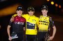 Het podium van vorig jaar met winaar Egen Bernal, Geraint Thomas (tweede) en Nederlander Steven Kruijswijk.