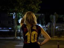 Barcelona-fans treuren rond Camp Nou na vertrek Messi