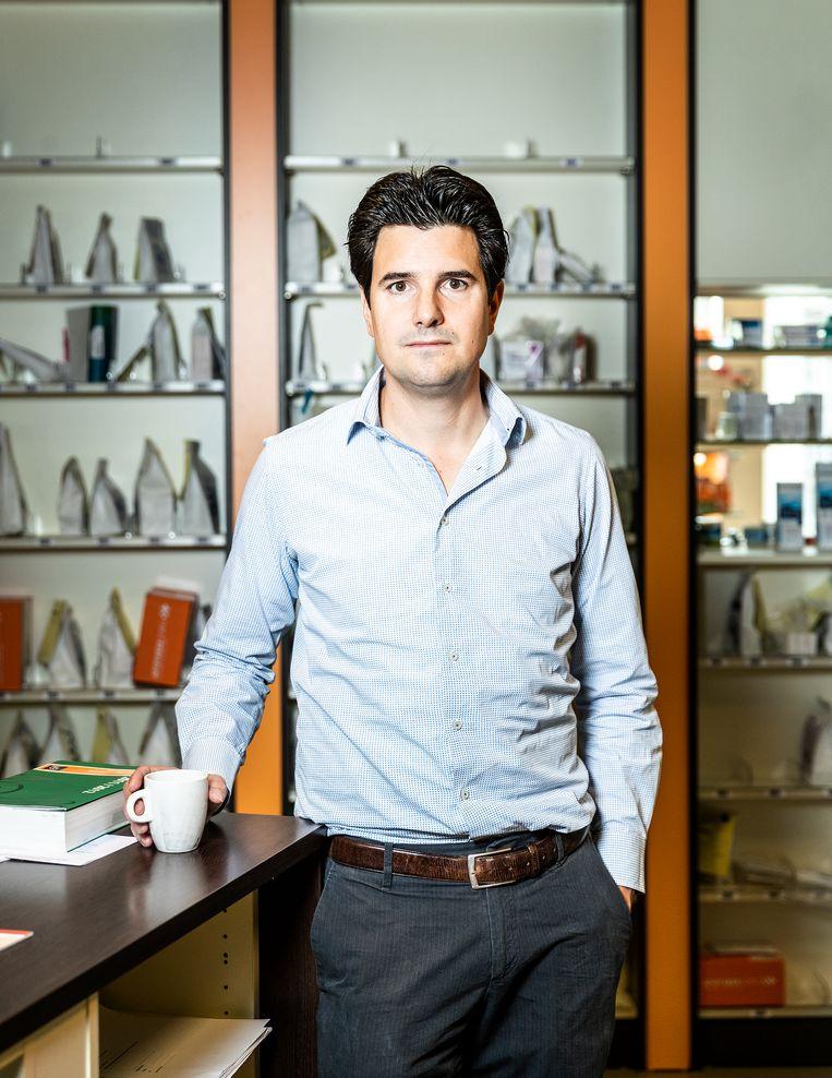 Portret, Aris Prins, Apotheker te Poeldijk. Beeld Jiri Buller