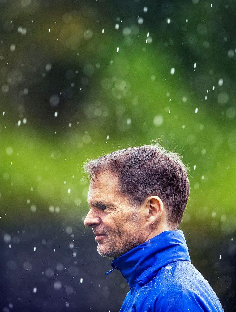 Bondscoach Frank de Boer op de training van maandag. Beeld Guus Dubbelman / de Volkskrant