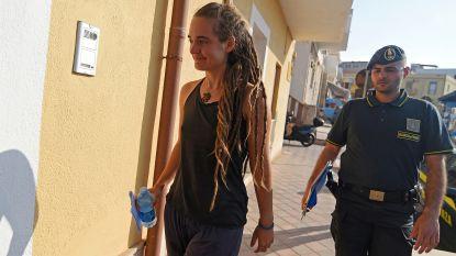 Duitse (31) die migranten aan land bracht op Lampedusa: de kapitein die met de glimlach celstraf riskeert
