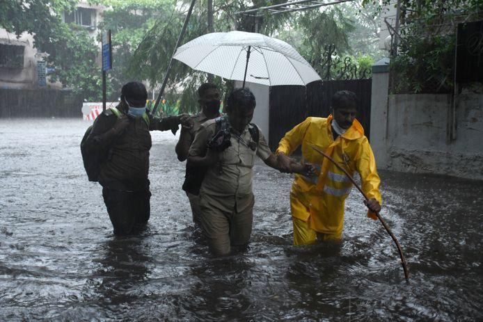 Straten van Mumbai staan blank.