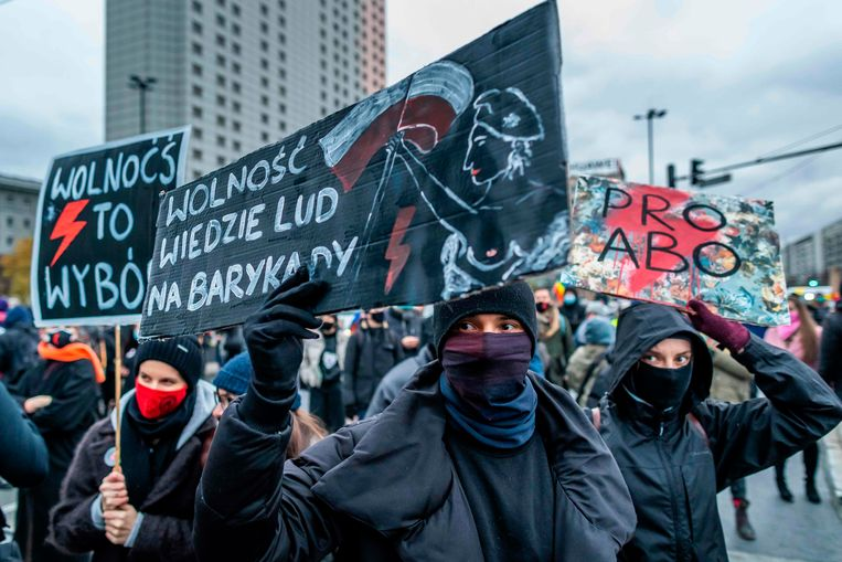 Een protest tegen het verbod op abortus in Warschau. Beeld AFP