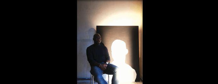David Katshiunga is curator van de tentoonstelling