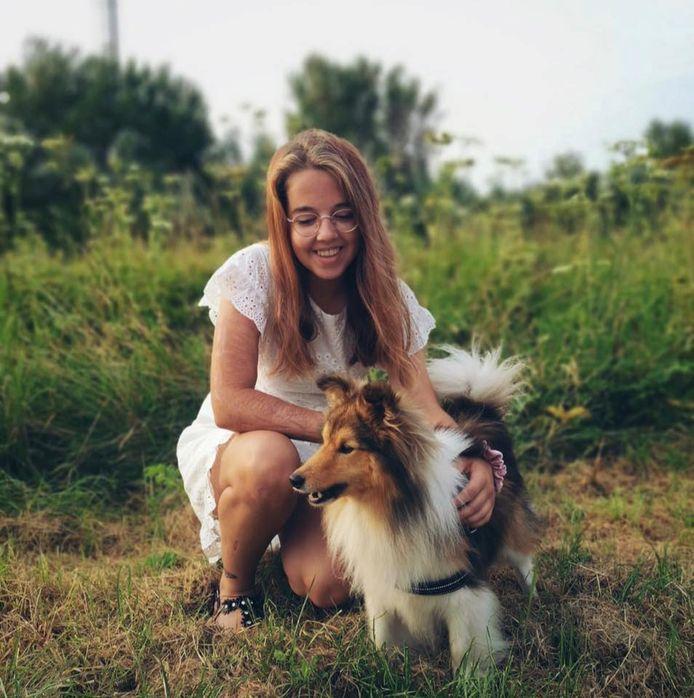 Britt met haar geliefde hulphond Tristan.