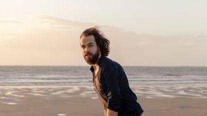 """Singer-songwriter Jasper Erkens (27) verkiest de laatste uren van de dag: """"Ik blijf op tot ik stikkapot ben, dan ben ik het creatiefst"""""""