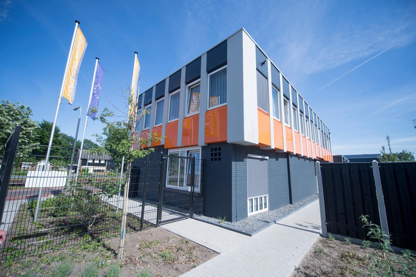 Het pand van Marquette in Vriezenveen, waar 30 Poolse arbeidsmigranten gehuisvest zijn.