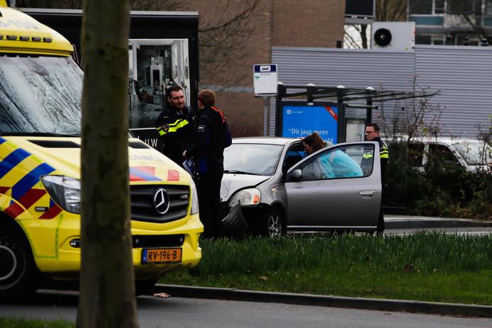 Een kop-staartbotsing tussen een personenauto en een vrachtwagen zorgt maandagmiddag voor enorme vertraging op de Oranjelaan in Dordrecht.
